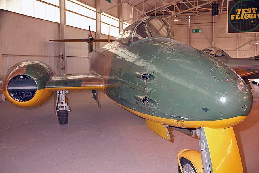 Gloster Meteor F9/40 (DG202/G)