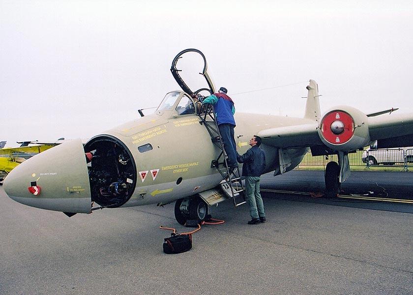 plane-crazy.k-hosting.co.uk/Aircraft/Jets/Canberra/Canberra-PR9.jpg