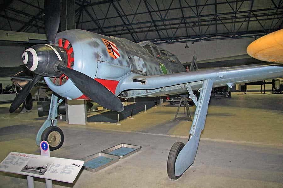 Revell 1/32 Fw-190 A8/R11 Nightfighter - KiwiModeller .COM
